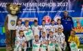 Омские футболисты детской футбольной школы Юниор с подарками